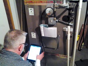 Getzschman #HVAC technician using HeatMaxx during a static pressure test